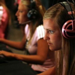 Esport piger spiller